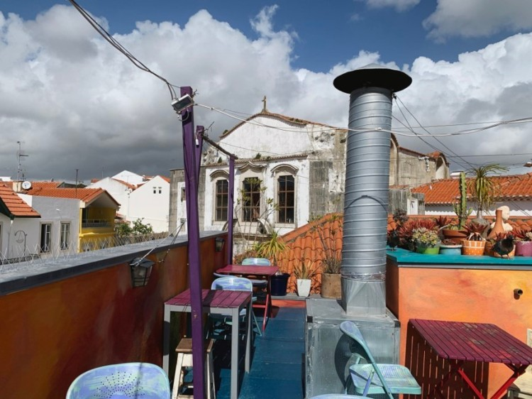 Head to Cafe Galeria House of Wonders in Cascais, Portugal for vegetarian food, fresh juice, and a beautiful rooftop lounge!
