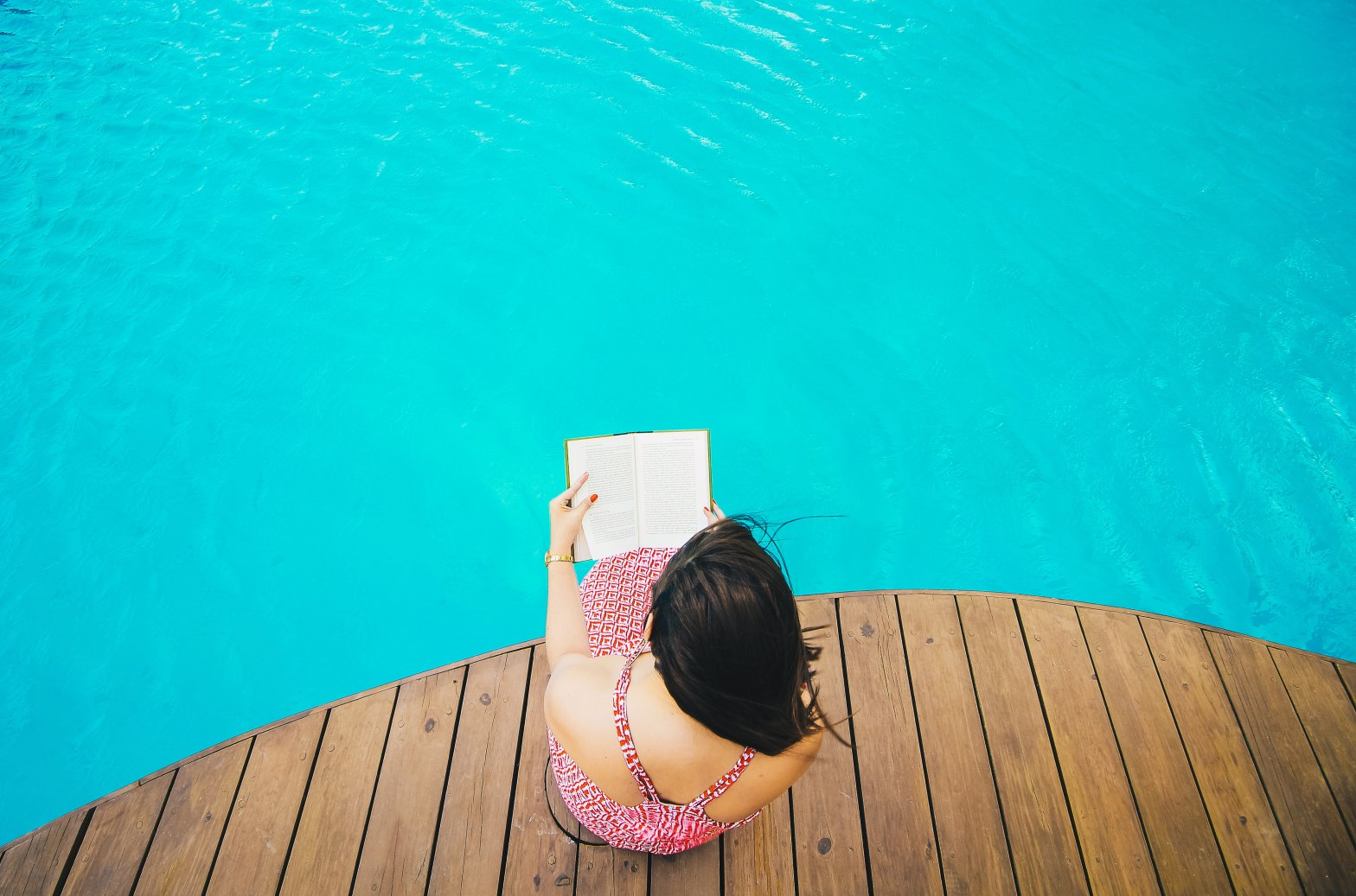 10 Books to Read on Your Next Vacation: Looking for some good vacation reads? Here are 10 books I highly recommend that AREN'T about travel.