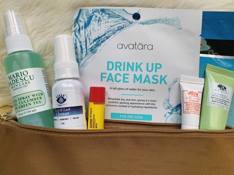 How to Stay Hydrated in Flight. Flying can dehydrate you and dry out your skin. These tips and beauty products will help you stay hydrated! #traveltips #travelbeauty