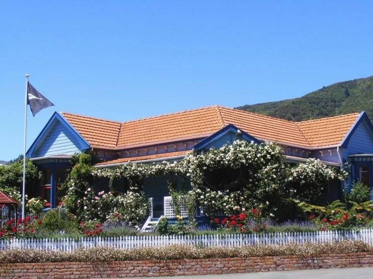 New Zealand Hostel Guide: Villa Backpackers YHA Picton