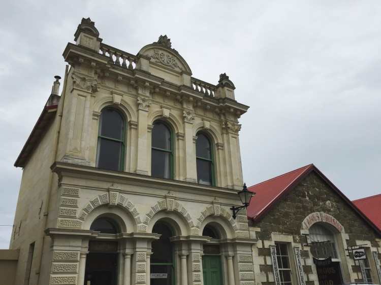 Explore 19th century Victorian architecture in Oamaru, New Zealand. Walking through the Oamaru historic district takes you right back to the Victorian era with preserved limestone buildings & cobblestone streets.
