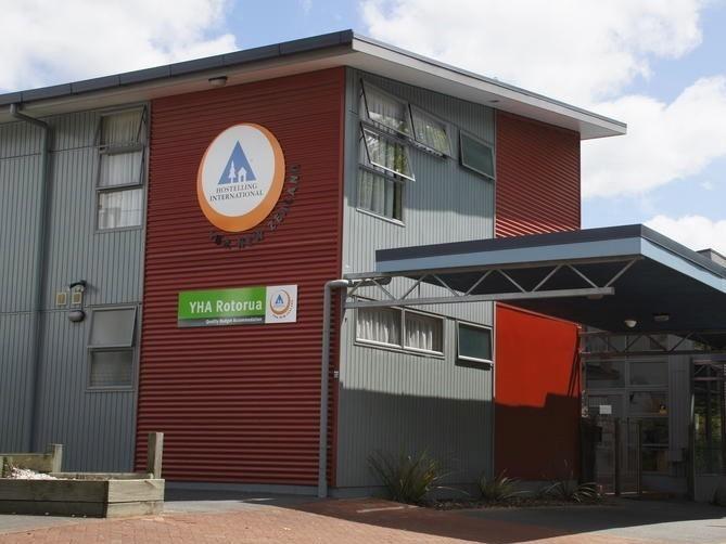 New Zealand Hostel Guide: YHA Rotorua