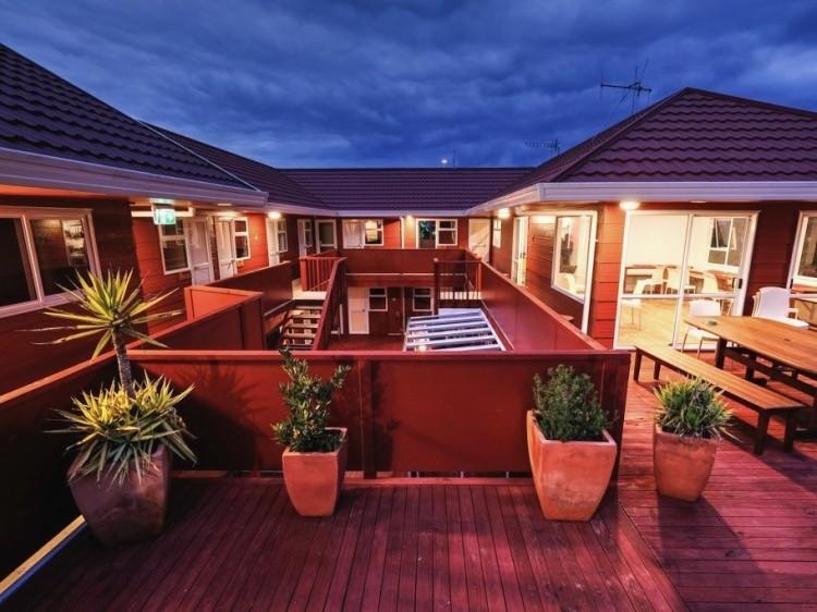 New Zealand Hostel Guide: Haka Lodge Taupo