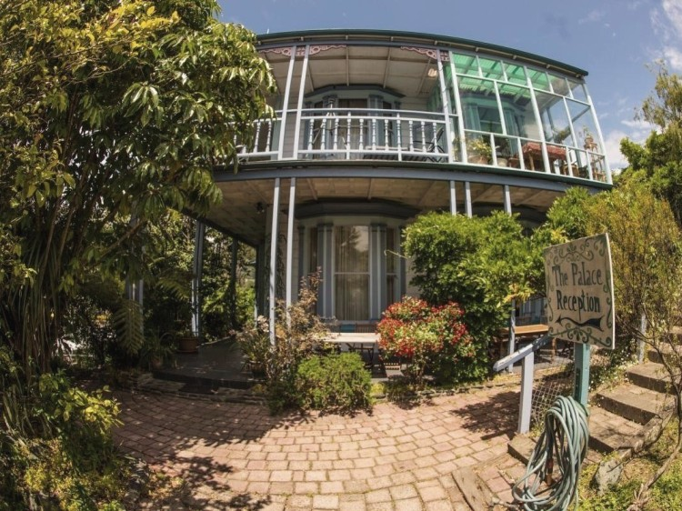 New Zealand Hostel Guide: Palace Backpackers