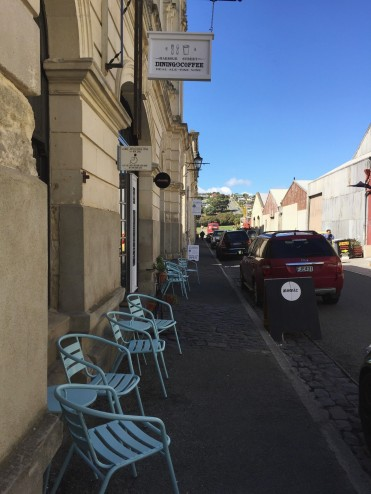 Explore 19th century Victorian architecture in Oamaru, New Zealand. Walking through Oamaru's historic district takes you right back to the Victorian era with preserved limestone buildings & cobblestone streets.
