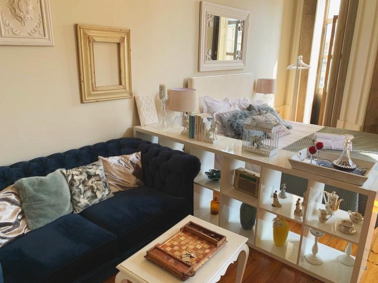 living area in porto airbnb